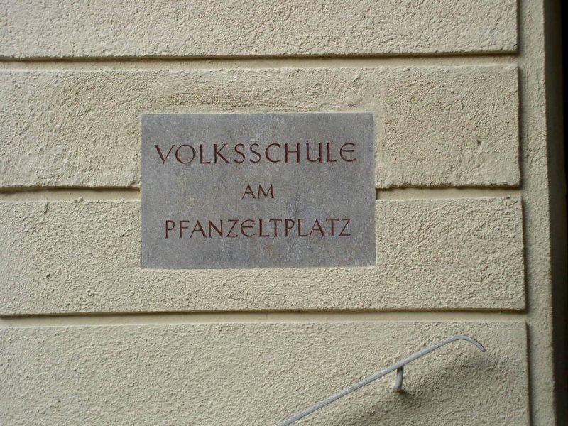 Pfanzeltplatz, Volksschule